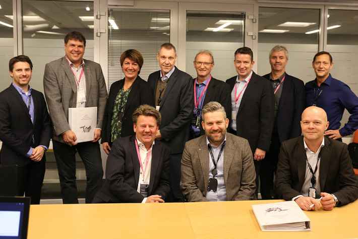 Happy teams from Aibel and Equinor gathered at the contract signing. Photo: Aibel.
