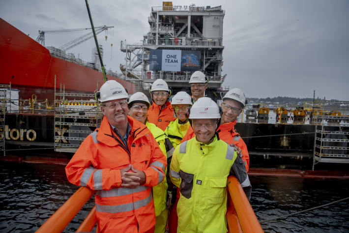 A happy bunch of managers and directors from Aibel and Equinor at the sail away ceremony.